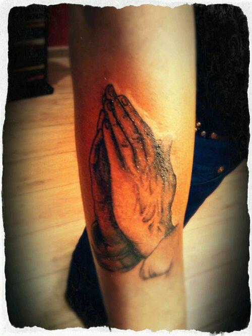 praying_hands_tattoo